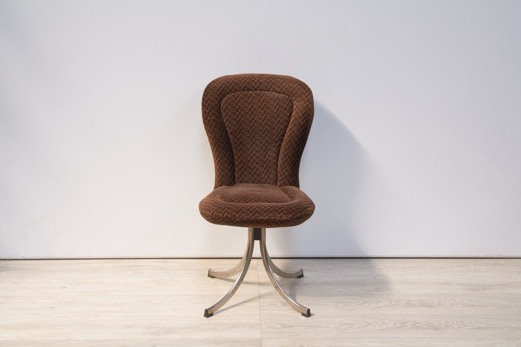 stoel-retro-gestoffeerd-bruin-2432