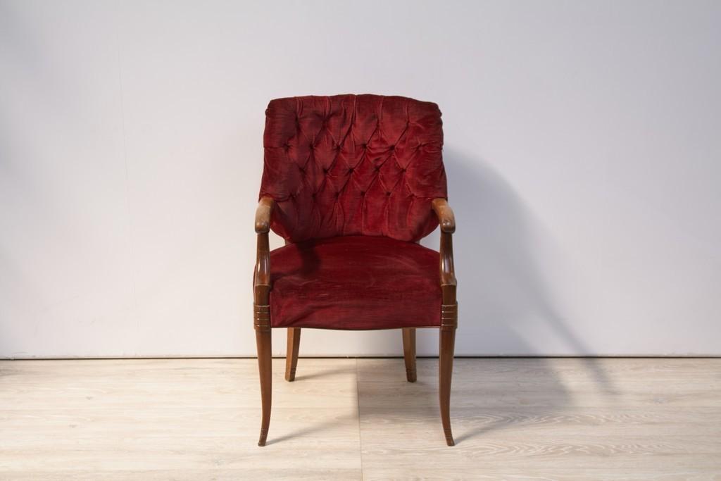 stoel-rood-fluweel-met-armleuningen-2661