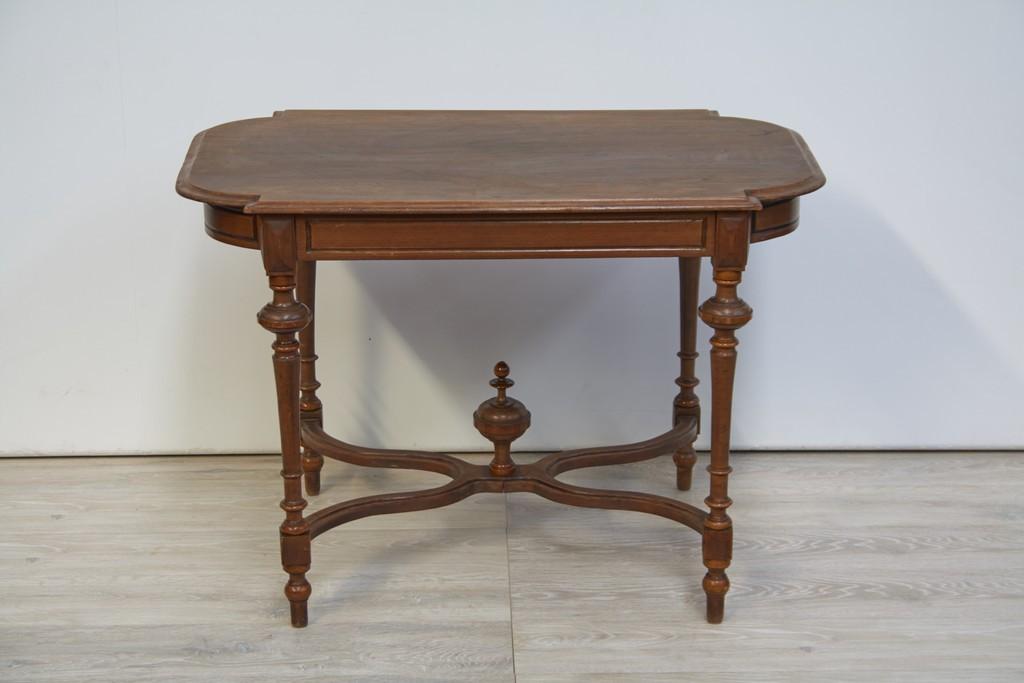 tafel-hout-met-sierlijke-accenten-2602